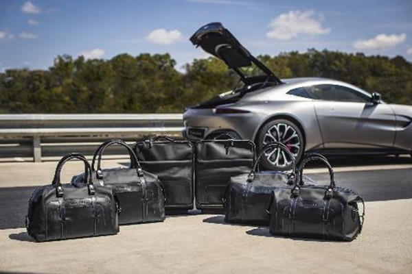 Vantage (2019MY) Extended Luggage Set - Leather Obs Blk/Spectral blue stitch & lining